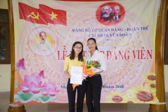 Chi bộ Huyện Đoàn tổ chức Lễ kết nạp Đảng viên mới