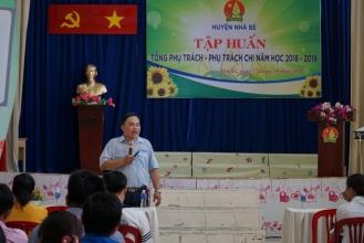 đồng chí Nguyễn Trọng Nghĩa - Chánh Văn phòng Hội đồng Đội Thành phố báo cáo viên buổi tập huấn