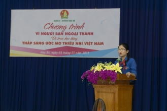 Đ/c Nguyễn Thị Thanh Hằng, Phó Bí thư Huyện Đoàn, Chủ tịch Hội đồng Đội huyện Nhà Bè phát biểu tại chương trình.