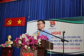 Đ/c Nguyễn Hòa, Trưởng Phòng Văn hóa và Thông tin báo cáo tại Hội nghị